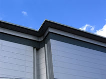 Edificio revestido de aluminio Fotos de archivo libres de regalías