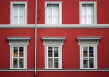 Edificio rojo de la fachada Imagenes de archivo