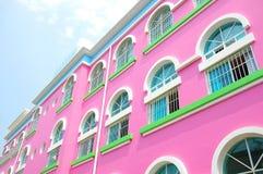 Edificio rosado Fotos de archivo