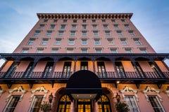 Edificio rosado hist?rico en Charleston, Carolina del Sur imagen de archivo