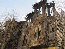 Edificio ruinoso en Estambul desde el esplendor del imperio otomano Imagen de archivo libre de regalías