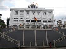 Edificio scolastico conducente in Sri Lanka immagine stock