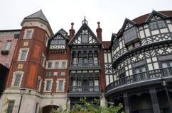 edificio stile europea di Tudor Fabbrica del cioccolato, parco di Shiroi Koibito immagine stock libera da diritti