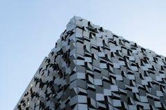 Edificio tallado de mirada moderno Imágenes de archivo libres de regalías