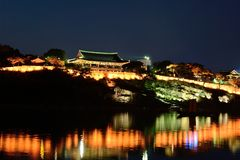 Edificio tradicional coreano del castillo Foto de archivo libre de regalías