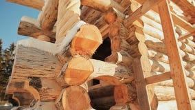 Edificio Unterminated Albañilería canadiense del ángulo Estilo canadiense Casa de madera hecha de registros almacen de video