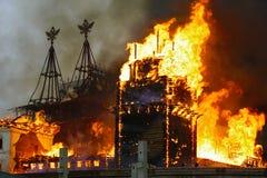 Edificio urbano en el fuego Imagen de archivo