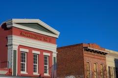 Edificio verde rojo de la fiebre del oro fotografía de archivo