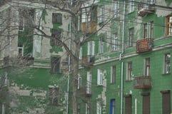 Edificio verde viejo Fotos de archivo