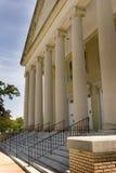 Edificio viejo con las columnas Imagenes de archivo