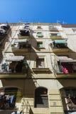 Edificio viejo de la ciudad vieja de Barcelona imagenes de archivo