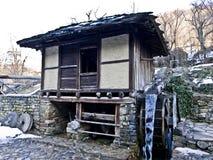 Edificio viejo de la molino-rueda del agua Imagenes de archivo