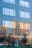 Edificio viejo de la reflexión fotos de archivo
