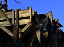 Edificio viejo de madera de la minería aurífera foto de archivo