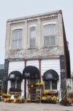Edificio viejo del negocio del ladrillo Imagenes de archivo