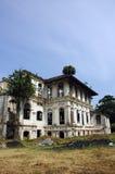 Edificio viejo demolido fotos de archivo
