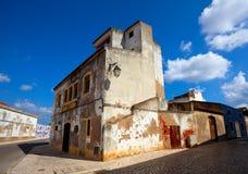 Edificio viejo en ciudad algarvian Foto de archivo libre de regalías
