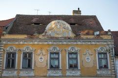 Edificio viejo en decaimiento de una ciudad alemana rumana Imagen de archivo libre de regalías