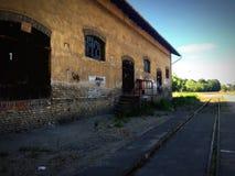 Edificio viejo en el terminal de la carga Fotos de archivo
