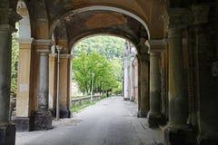 Edificio viejo en la ciudad del balneario de Herculane, Rumania Imágenes de archivo libres de regalías