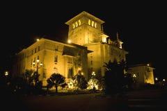 Edificio viejo en la noche Foto de archivo