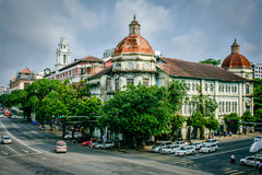 Edificio viejo en Rangún, Myanmar Imágenes de archivo libres de regalías