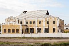 Edificio viejo previsto para la demolición imágenes de archivo libres de regalías
