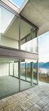 Edificio, visión desde la terraza Imágenes de archivo libres de regalías