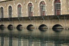 Edificio y agua Imagen de archivo libre de regalías