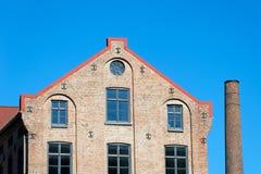 Edificio y chimenea de la fábrica Fotos de archivo