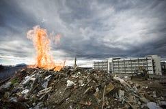 Edificio y fuego fotos de archivo