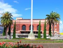 Edificio y jardín de la historia de Auckland imagen de archivo libre de regalías