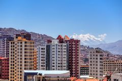 Edificio y paisaje urbano en La Paz en Bolivia Foto de archivo