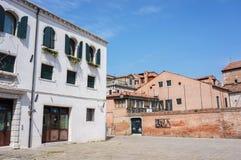 Edificio y pared Imagen de archivo libre de regalías
