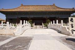 Edificio y puente chinos imagen de archivo