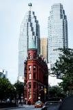 Edificio y rascacielos de Gooderham en Toronto en otoño Imágenes de archivo libres de regalías