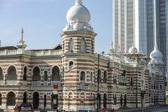 Edificio y señal históricos a lo largo del rajá de Jalan adentro del cuadrado de Dataran Merdeka, Kuala Lumpur, Malasia Imagen de archivo