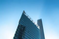 Edificio y torres modernos Imagen de archivo libre de regalías