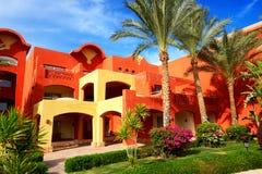Edificio y zona de recreo del hotel de lujo Imagen de archivo libre de regalías