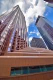 Edificios abstractos de la ciudad de la perspectiva adentro en el centro de la ciudad Foto de archivo libre de regalías