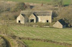 Edificios agrícolas de la piedra de Cotswold Foto de archivo libre de regalías