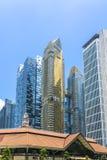 Edificios altos de oro, azules y de cristal fotografía de archivo