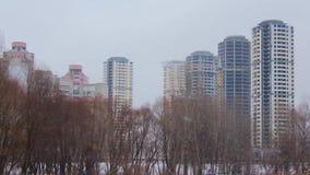 Edificios altos del edificio almacen de metraje de vídeo