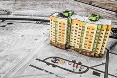 Edificios altos multicolores residenciales de las casas Fotografía aérea con el quadcopter imagen de archivo libre de regalías