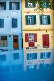 Edificios antiguos coloridos en la ciudad de Sibiu Imagen de archivo