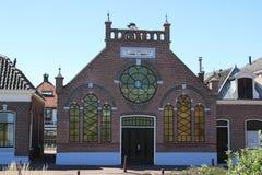 Edificios antiguos en la ciudad de Nieuwpoort en Holanda Meridional en los Países Bajos Imagenes de archivo