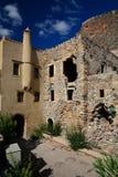 Edificios arruinados que rodean en la ciudad medieval de Monemvasia, Grecia foto de archivo libre de regalías