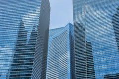 Edificios azules en un fondo del cielo azul imagen de archivo libre de regalías
