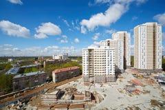Edificios bajo construcción del compuesto residencial Imágenes de archivo libres de regalías