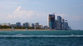 Edificios céntricos de Brickell del horizonte de Miami en la costa del río de Miami Fotografía de archivo libre de regalías